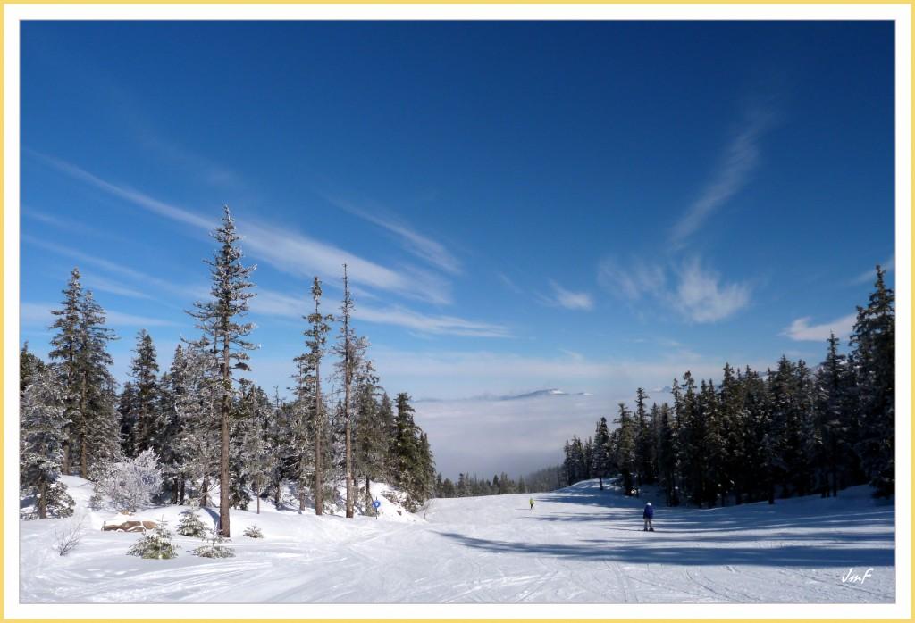 cirrus et mer de nuages en dessous de 1500 m