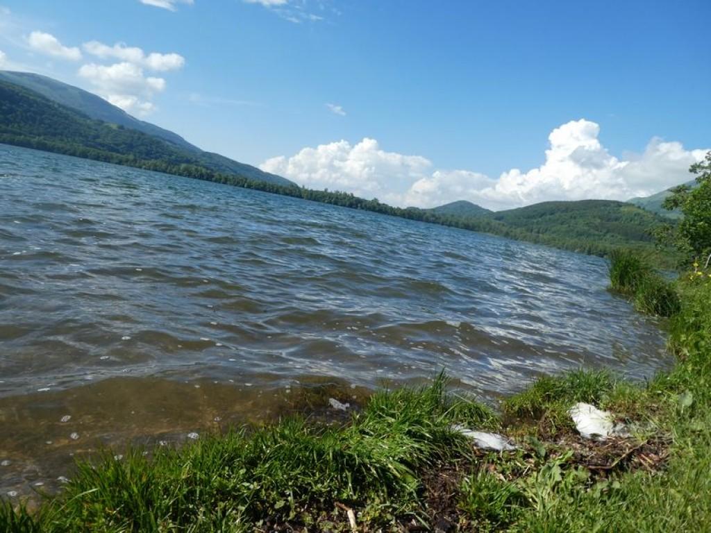 lac agité mais presque tiède