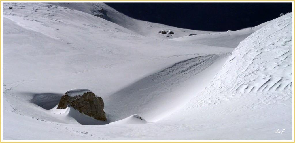 masse de neige importante au pied de la Grande Moucherolle