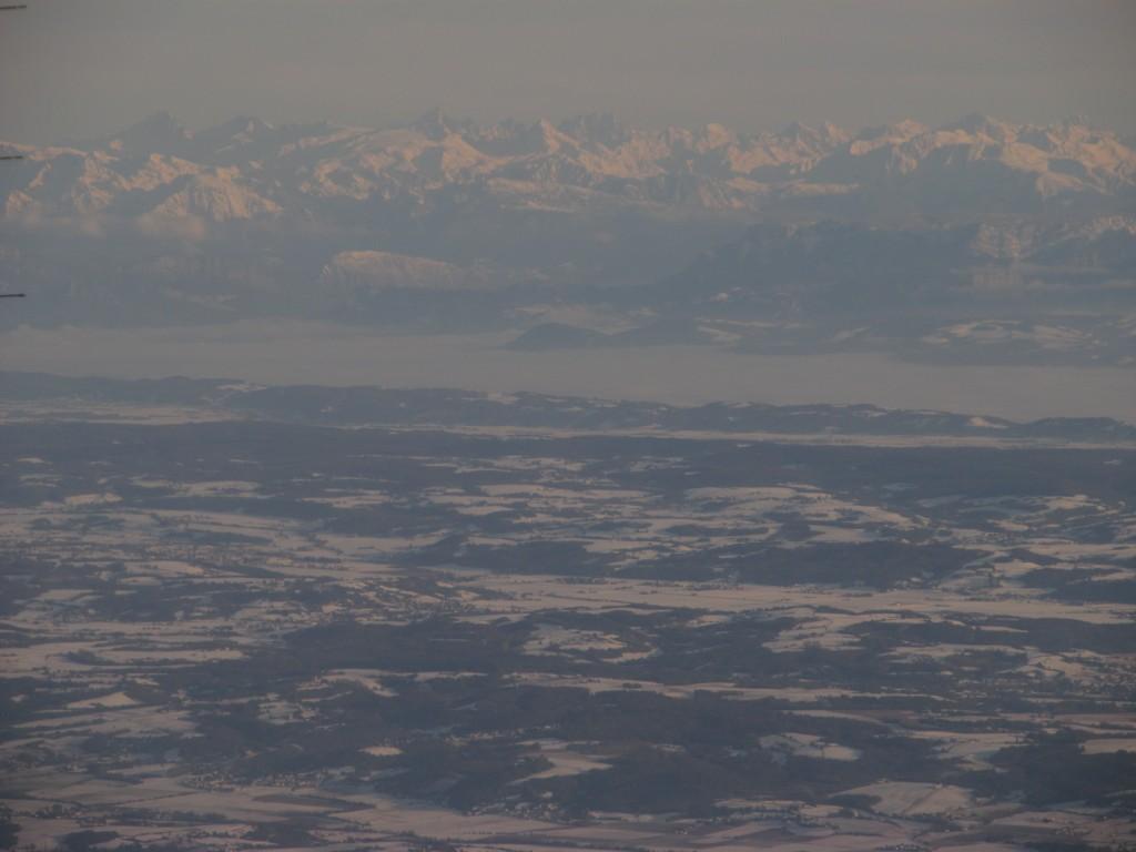 Alpes au loin dominant la vallée de l'Isère