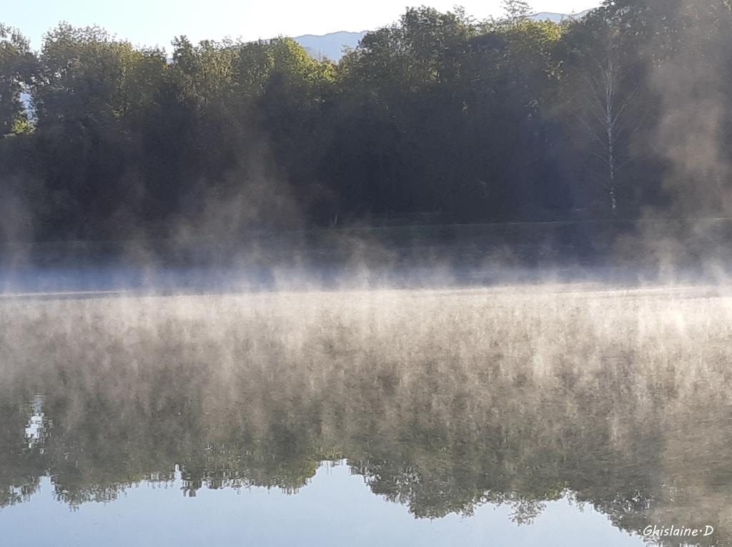 Brume matinale sur le lac de BERNIN