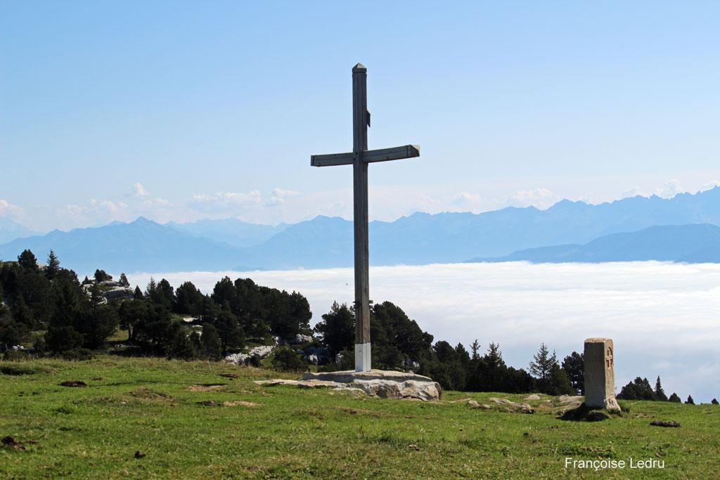Croix de l'Alpe au-dessus de la mer de nuage