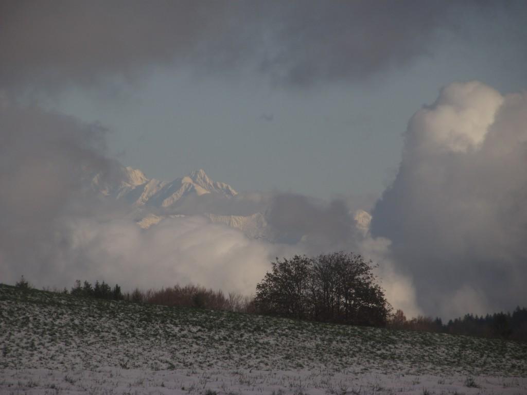 Le Mont Blanc joue à cache cache avec les nuages