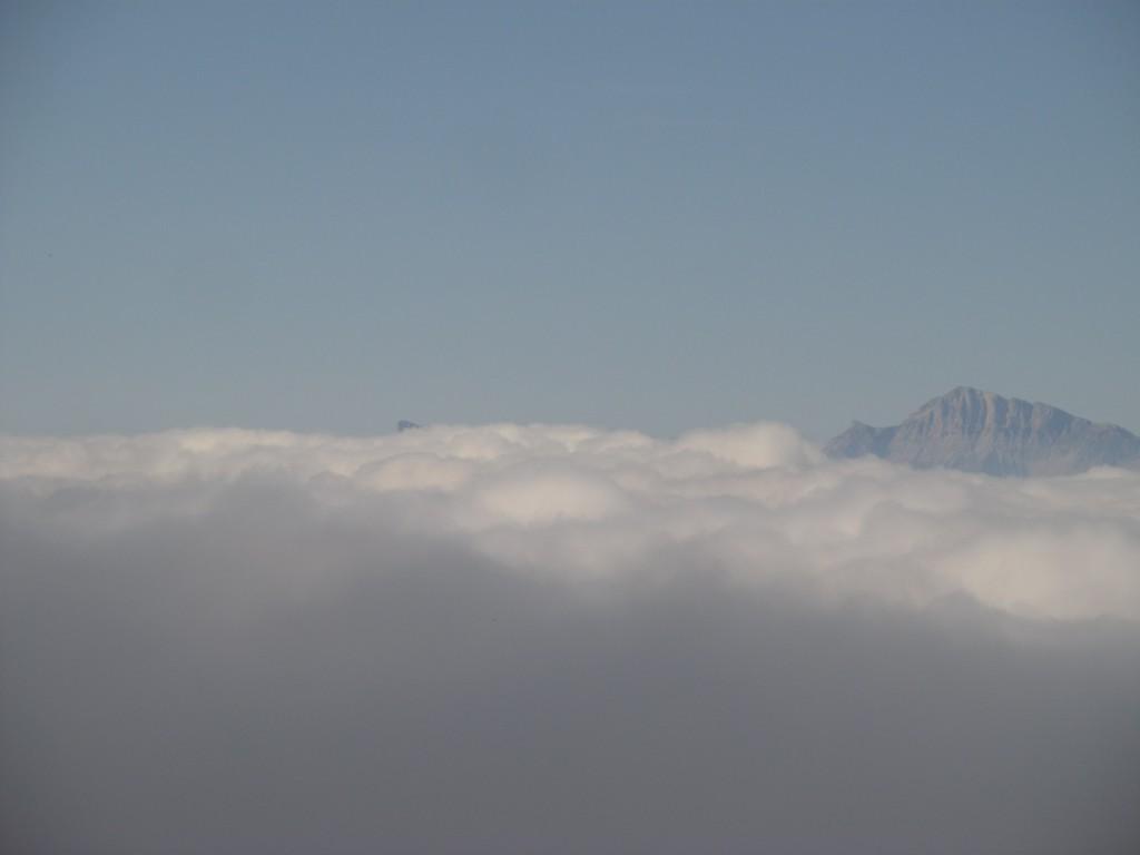 Mont Aiguille et Grand Veymont émergeant