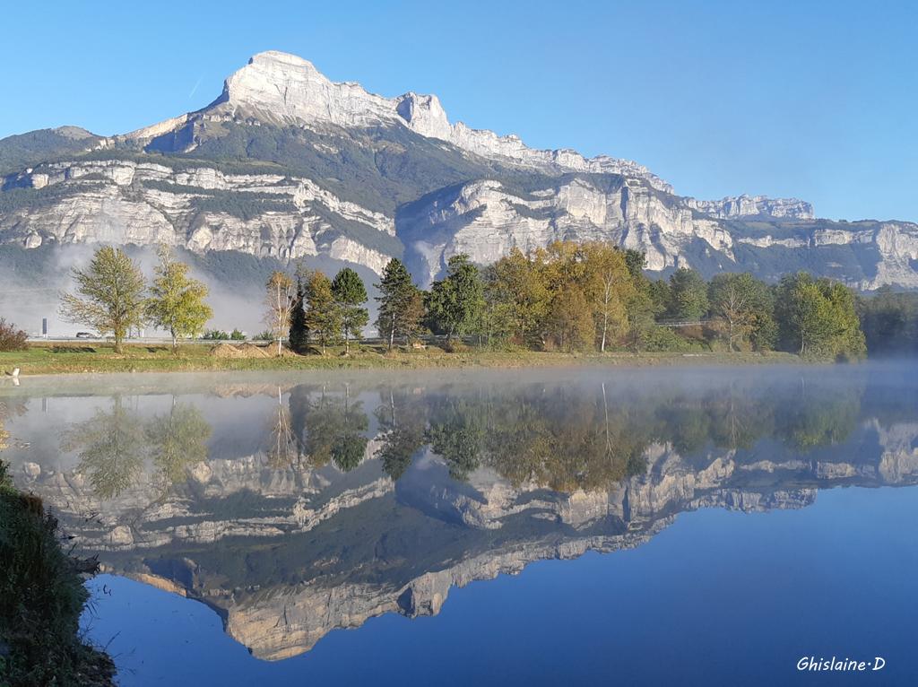 Reflet Dent de Crolles (Lac de BERNIN)