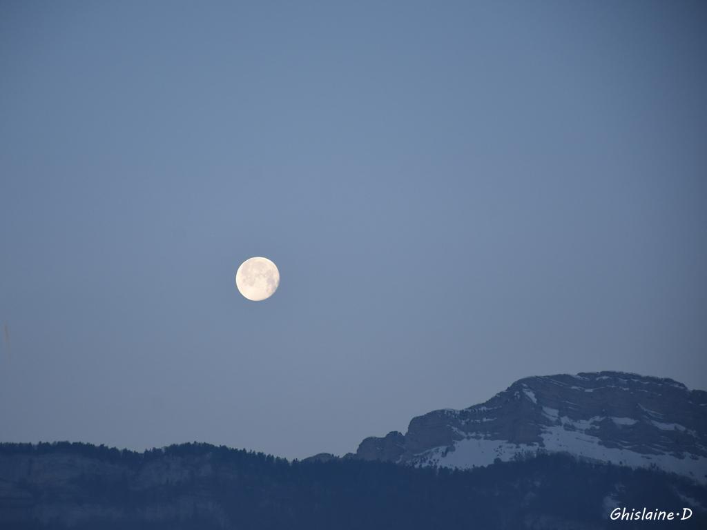 dernier rayon de lune sur Chamechaude