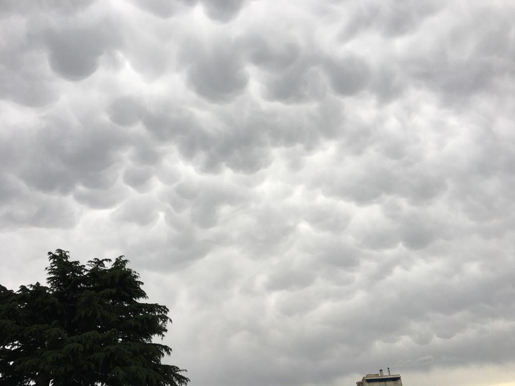 Mamatus ,suite  d'un orage   actif sur le massif du Pilât.