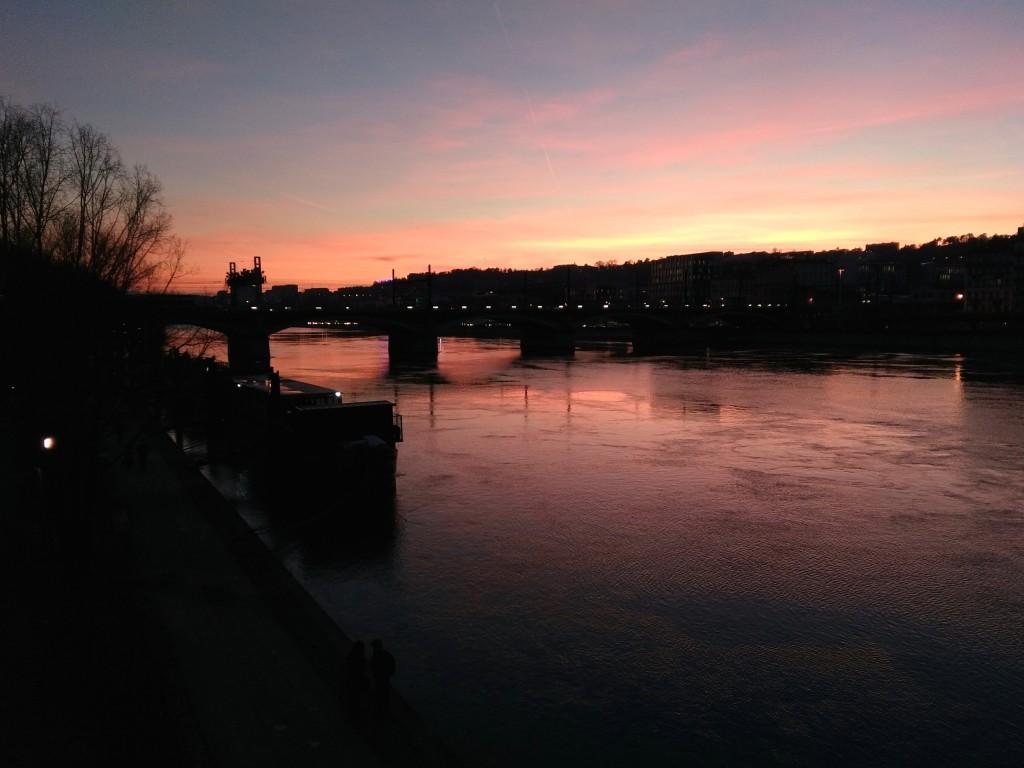 Fin d'une belle journée sur le Rhône