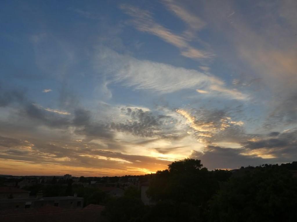 beaux nuages plumeux au couchant
