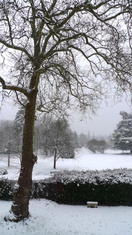 À 16h, il neige encore et toujours sur le parc...