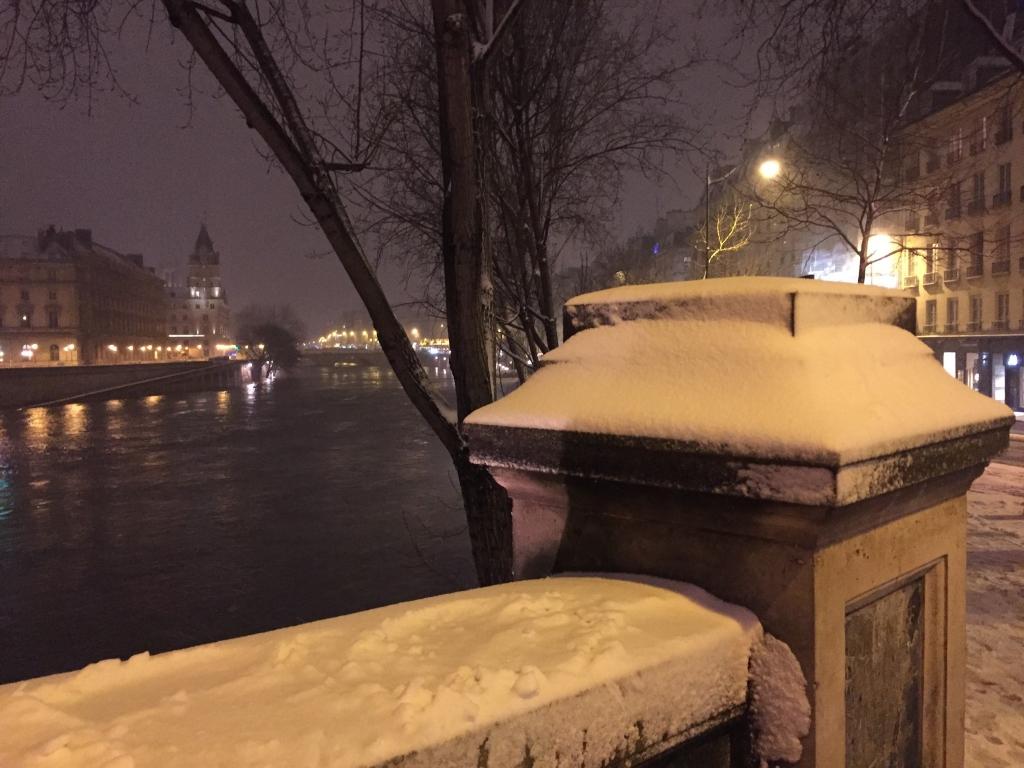 après les inondations, la neige