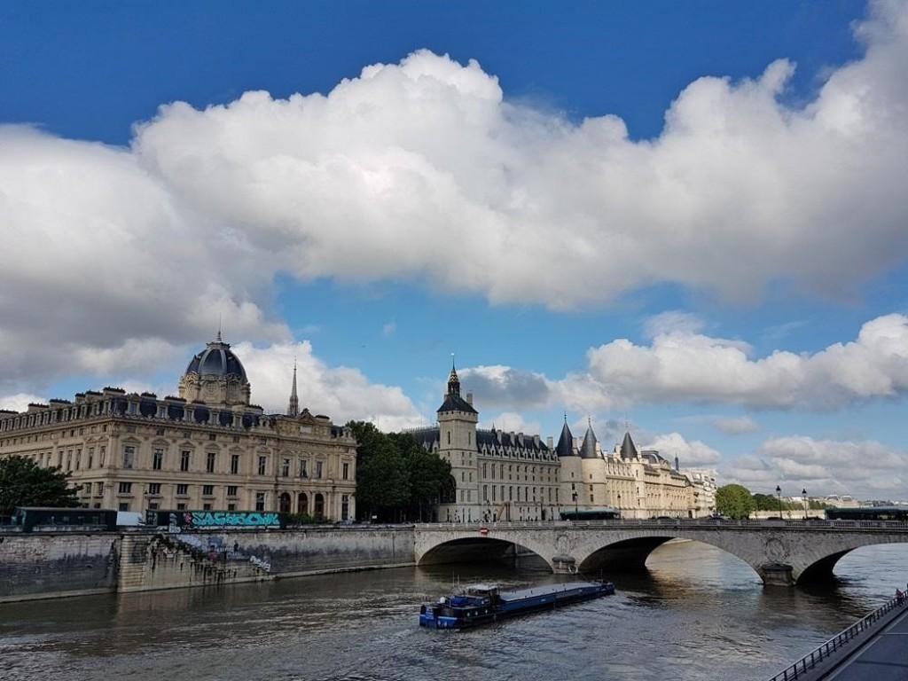 L'Île de la Cité sous les nuages.