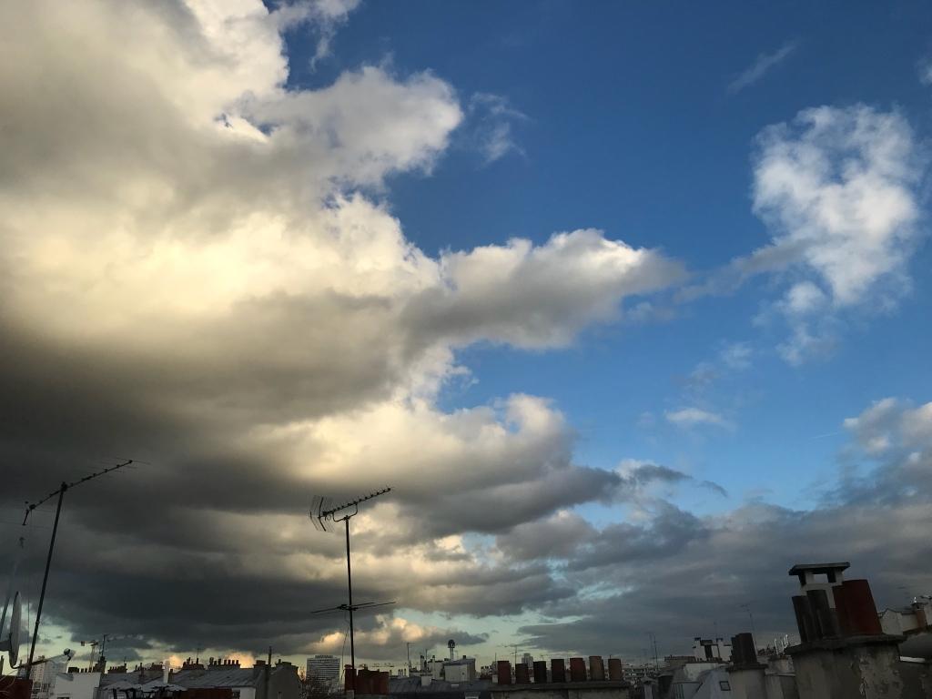 Les nuages s'étendent de nouveau...