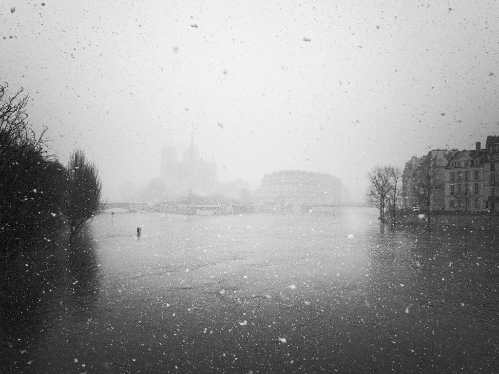 Neige sur la Seine en crue