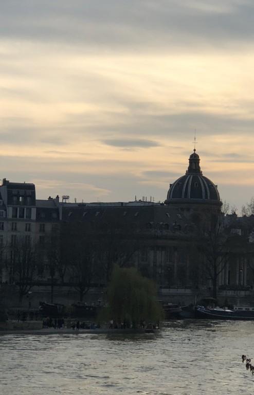 Nuage lenticulaire  dans le ciel de Paris Soraya Touchene