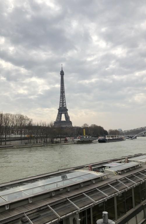 Nuages et Tour Eiffel  Soraya Touchene
