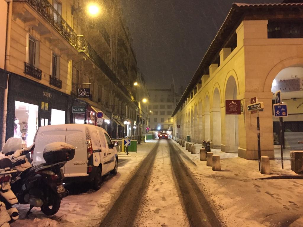 Rue Lobineau 21 heures