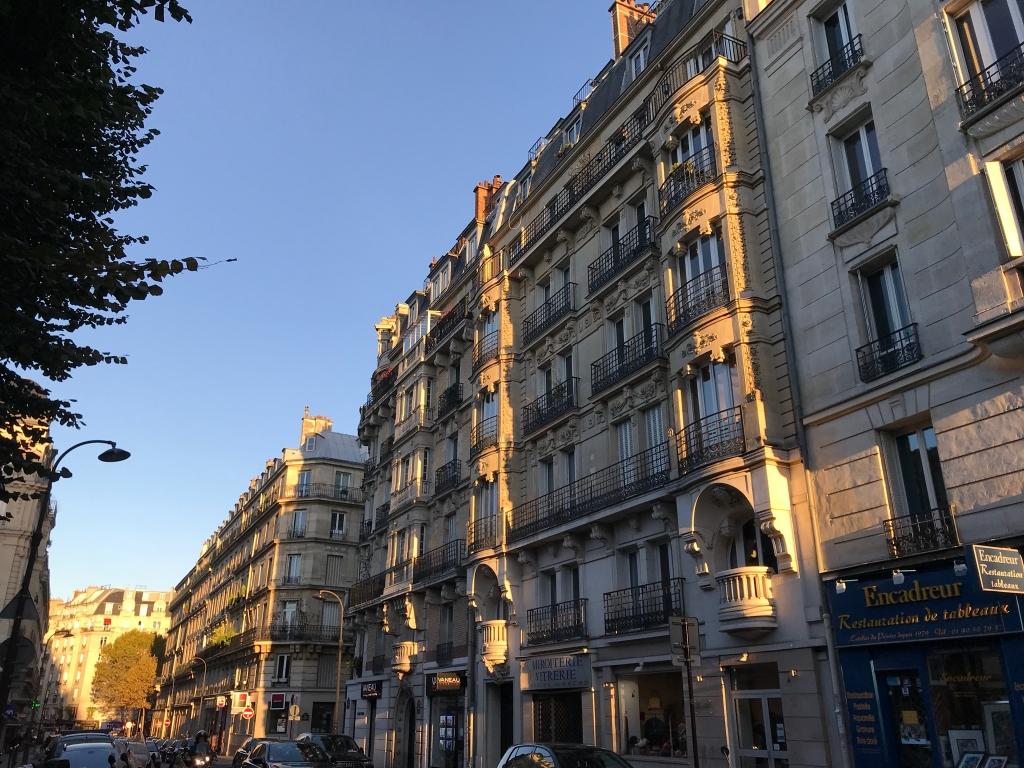 Rue Poussin, le soir