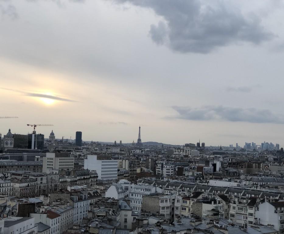 Saturne dans le ciel de Paris  Soraya Touchene