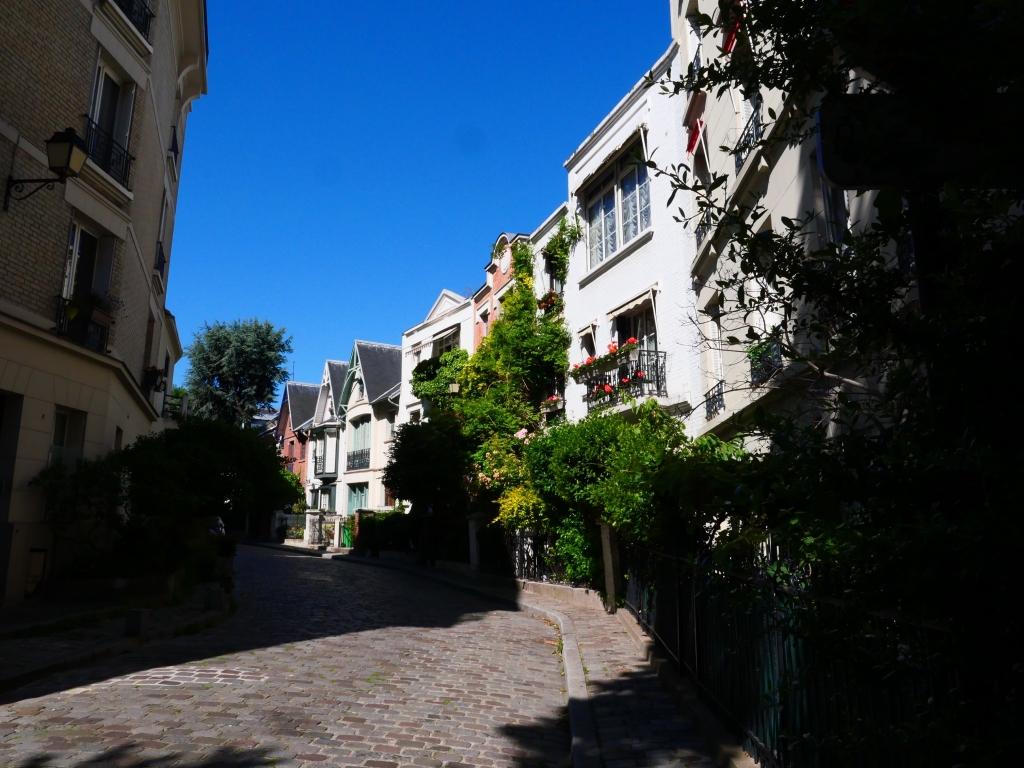au coin de l'avenue Junot à Montmartre