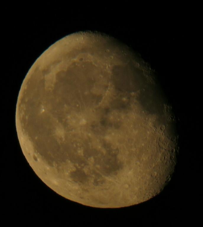 La lune, légèrement cuivrée ... 19/08/2019 23h30. (Eric TROUVILLE )