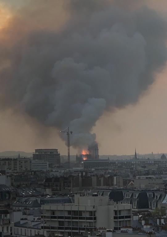Le Cœur de Paris brûle???? Soraya Touchene