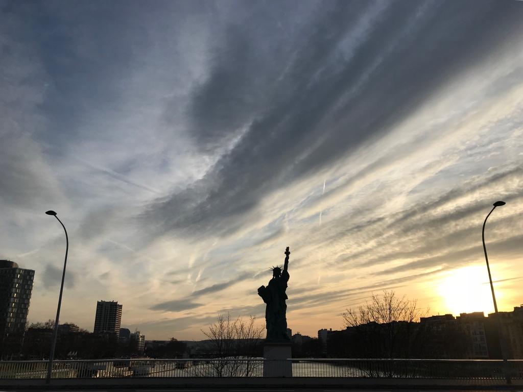 Nuages du soir et statue de la liberté