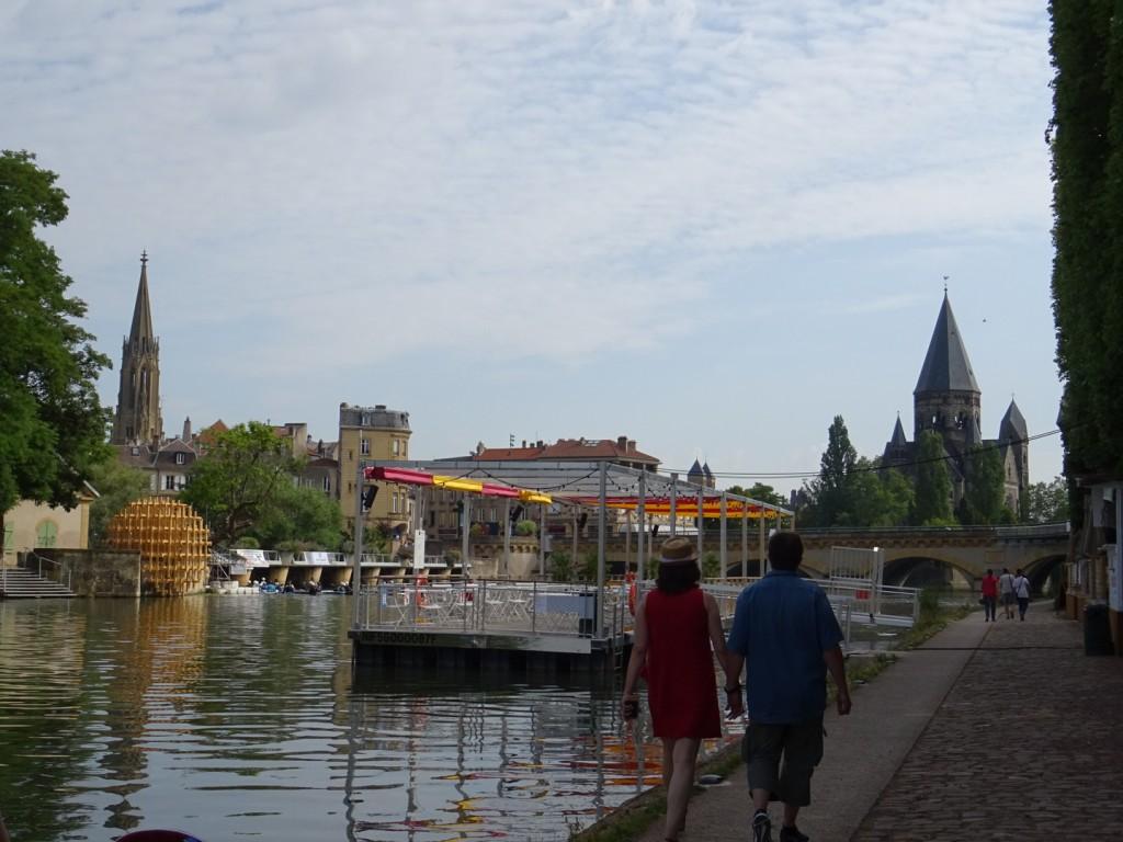 Promenade à Metz au bord de la Moselle
