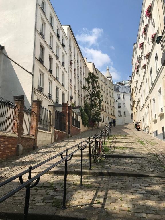 Rue du Chevalier de La Barre, partie haute