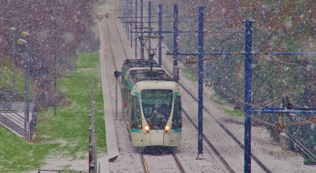 Tram (T2) sous la neige