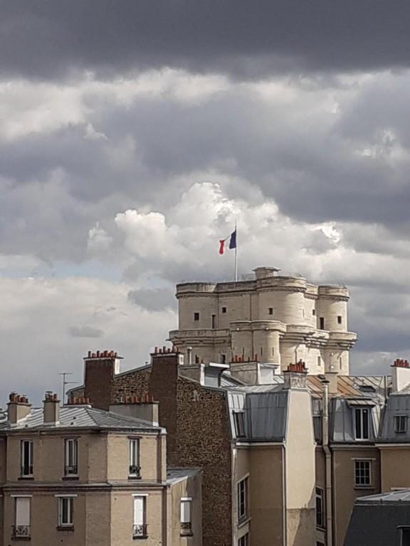 Ciel nuageux sur le fort de Vincennes