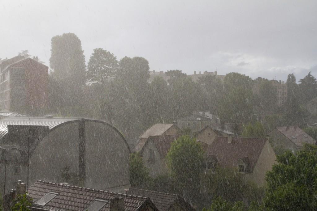 Grêle ne dépassant pas le cm et forte pluie: environ 5 mm et intensité de 162 mm/h.