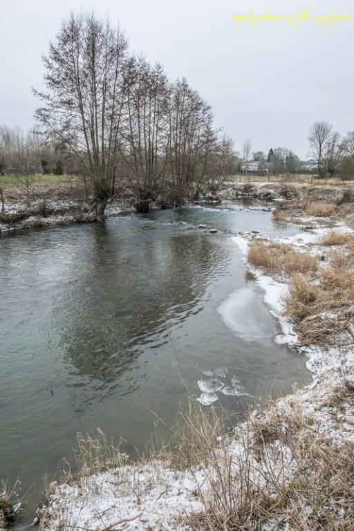Un peu de glace sur la rivière