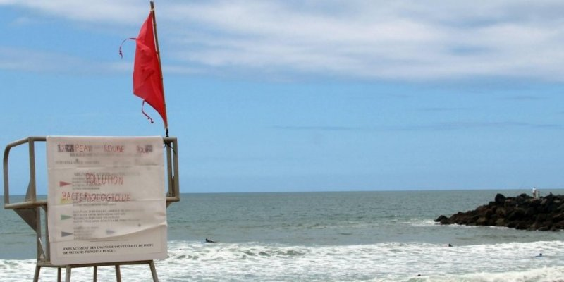 Image d'illustration pour Mauvais temps : drapeau rouge - baignade interdite - plage fermée