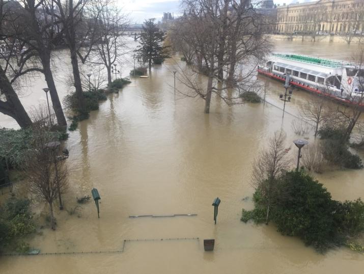 Image d'illustration pour Crue de la Seine à Paris - Graves inondations en régions