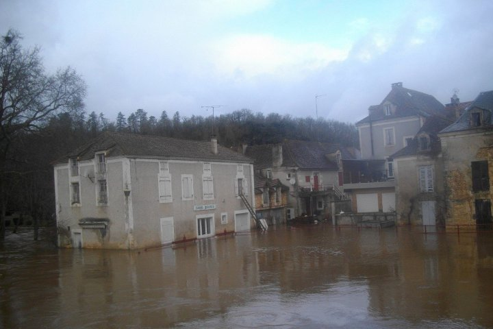 Image d'illustration pour Fortes pluies et inondations dans le Sud-Ouest et près des massifs