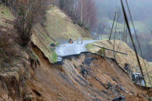 Image d'illustration pour Redoux en montagne : crue, avalanche et éboulement