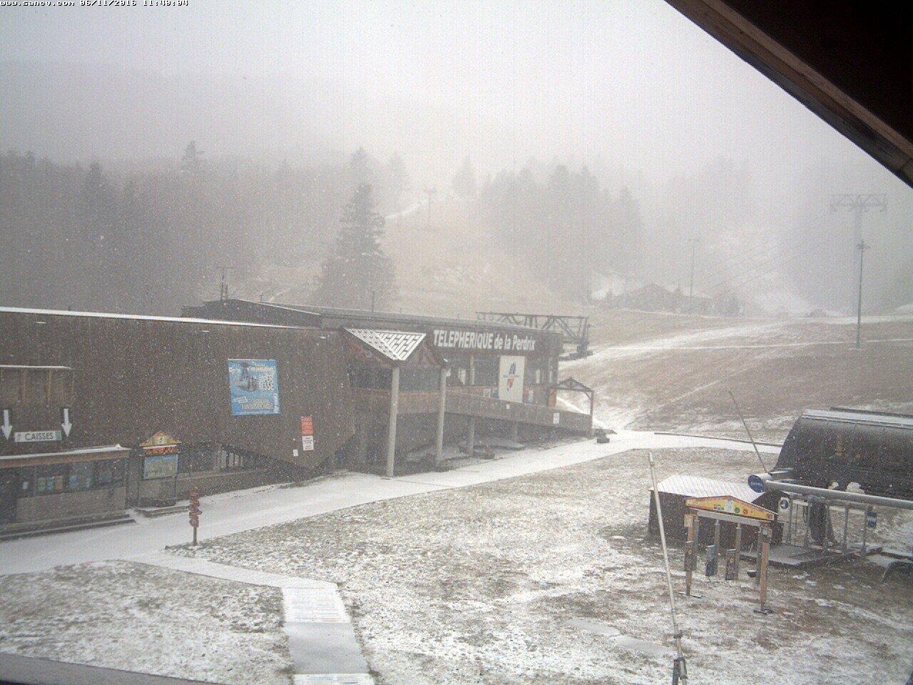 Image d'illustration pour Premières chutes de neige en montagne