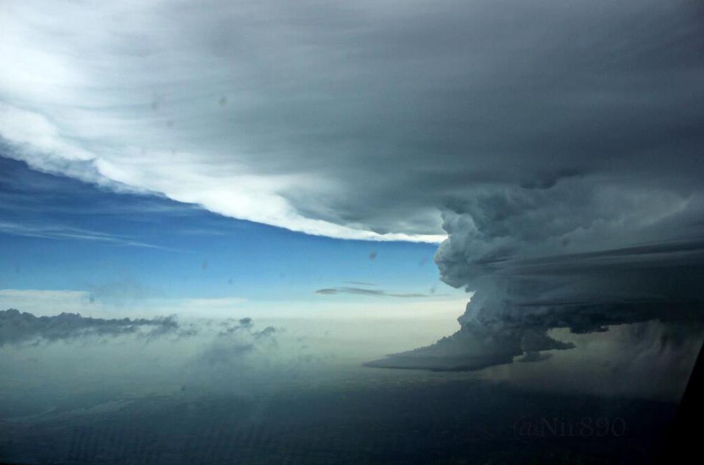 Image d'illustration pour Orages : supercellules vues du ciel vers le Centre et l'Ile de France