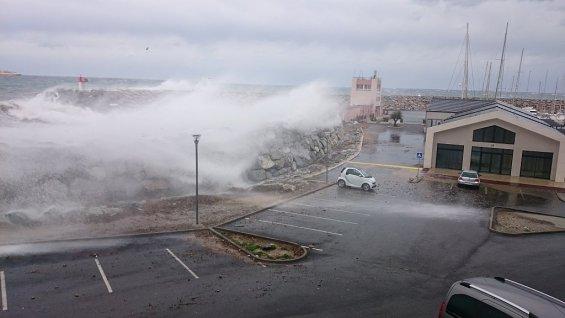 Image d'illustration pour Sud-Est : les vents forts font 2 blessés et des dégâts