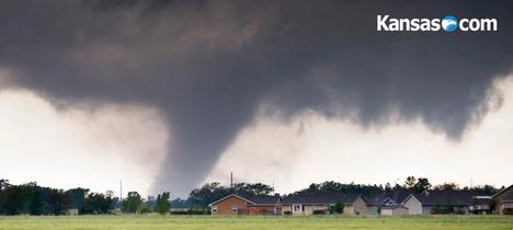 Image d'illustration pour Etats-Unis : Tornades et possible tempête tropicale Ana