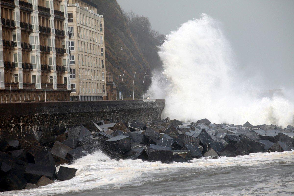 Image d'illustration pour Crue, neige et avalanche font un mort dans les Pyrénées