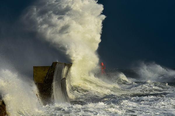 Image d'illustration pour Vigilance vent, vague, surcote et orage ce lundi